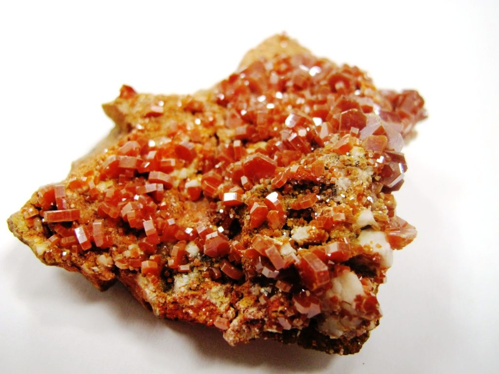 how do crystals get their color Vanadinite